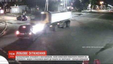 Внедорожник и грузовик не разминулись на перекрестке в Киевской области