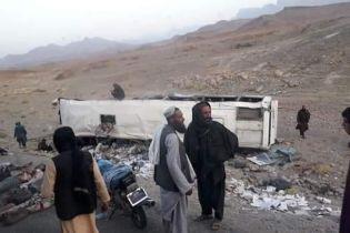 В Афганистане автобус наехал на бомбу: среди десятков погибших много детей и женщин
