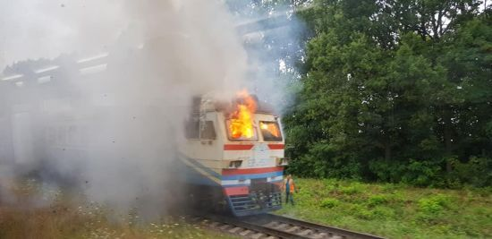 """В """"Укрзалізниці"""" з'ясували причину загоряння електрички біля Вінниці - потяг підпалили"""