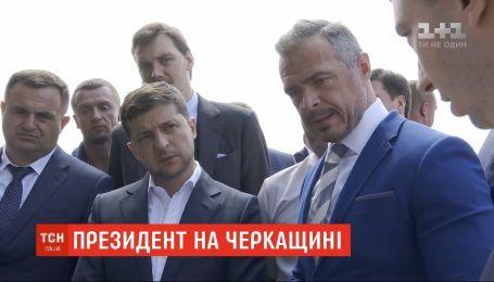 Бездорожье, недействующий аэропорт и новый губернатор: Зеленский посетил в Черкасскую область