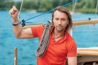 Блондин Олег Винник з незвичною стрижкою показав себе юнаком