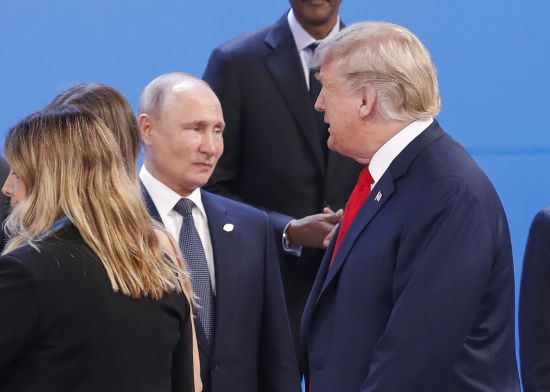 Трамп запропонував Путіну допомогу в гасінні лісових пожеж, дим від яких почав накривати сусідні країни