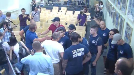 Поліція порушила кримінальну справу через зрив пресконференції кандидатів, які програли вибори на Донеччині
