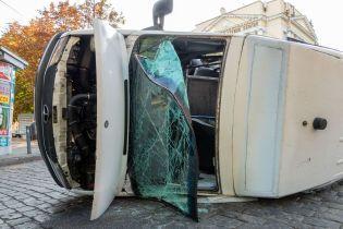 В центре Днепра нетрезвый водитель легковушки влетел в маршрутку: десятки пострадавших
