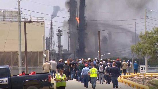 У Техасі горів нафтовий завод. Десятки людей постраждали