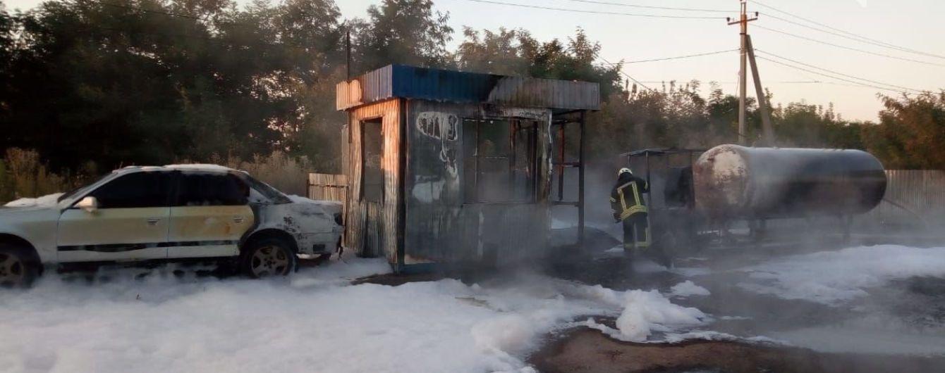 Пожежники запобігли вибуху на автозаправці під Києвом