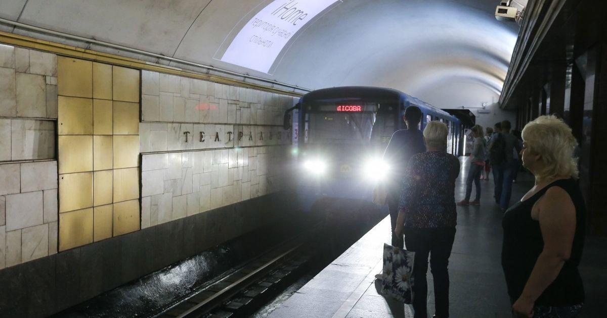 В центре Киева мужчины в метро устроили драку с применением газовых баллончиков