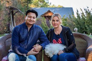 Камалия с мужем и дочками снялась в семейной фотосессии