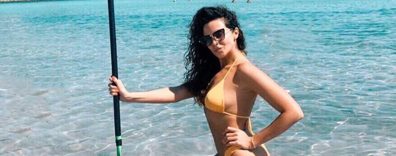 Нарешті в бікіні: Настя Каменських показала, що аж ніяк не ніжиться на пляжі на Сардинії