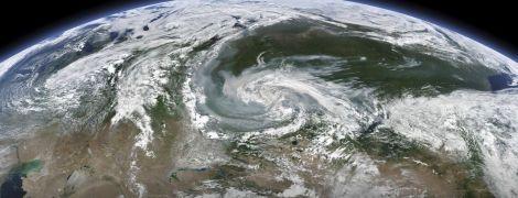 Площадь размером с Бельгию, а дым уже в США: каких масштабов достигли пожары в российской Сибири. Инфографика