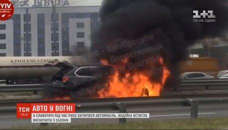 На Киевщине во время движения загорелся автомобиль: пострадавших нет