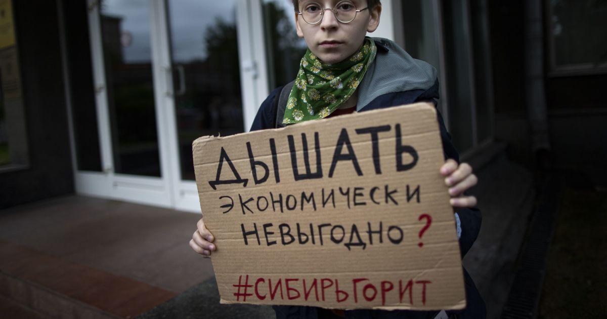 """Мультяшний Пєсков і меми про """"економічно невигідно"""". Як юзери глузують з російської влади через пожежі у Сибіру"""