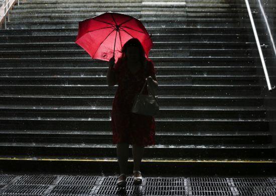 Погода на середу: в Україні будуть дощі, грози та шквали