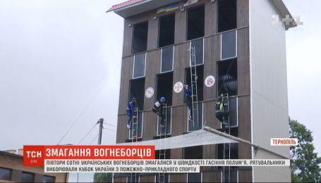 Среди более сотни украинских пожарных выбирают самого ловкого