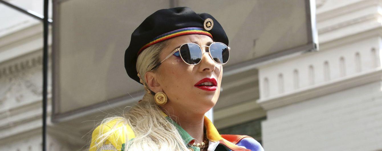 Леді Гага топлес засвітила свої сідниці у ліжку