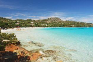 На пляжи Сардинии вернули десять тонн песка, украденного туристами