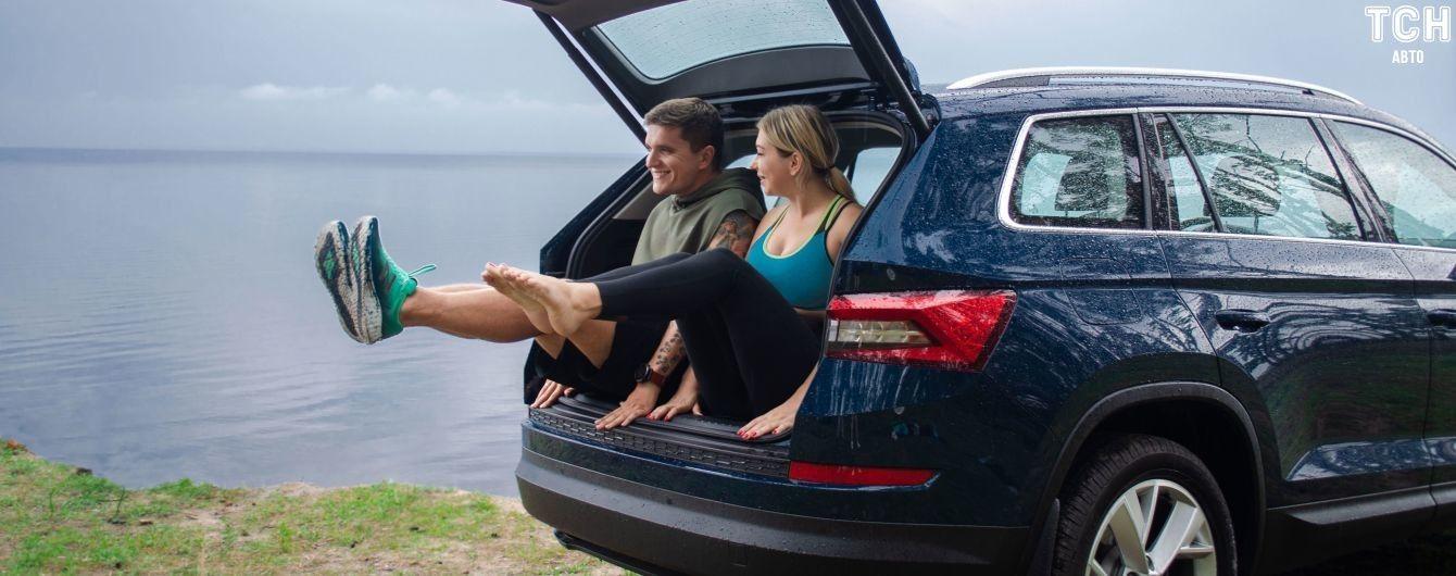 Как с пользой провести время в пробке. Йога в машине от Анатолия Анатолича и его супруги