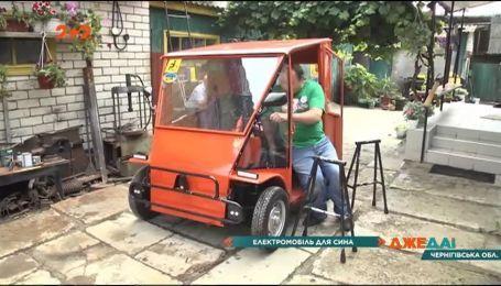 Отец парня с инвалидностью своими руками собрал двухместную машину