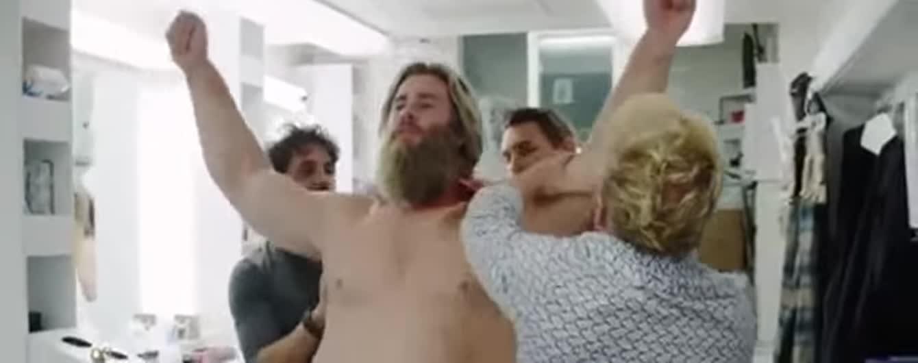 """""""Тор"""" Кріс Гемсворт показав, як перевтілювався у гладкого для """"Месників"""""""