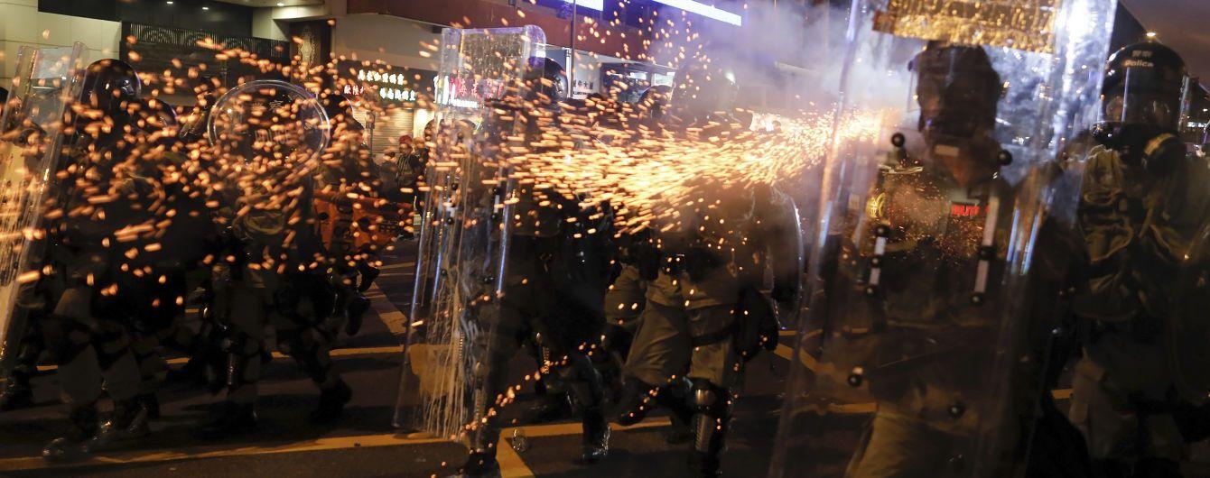 Біля охопленого протестами Гонконгу Китай зібрав на тренування 12 тисяч силовиків