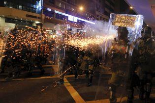 Возле охваченного протестами в Гонконга Китай собрал на тренировку 12 тысяч силовиков