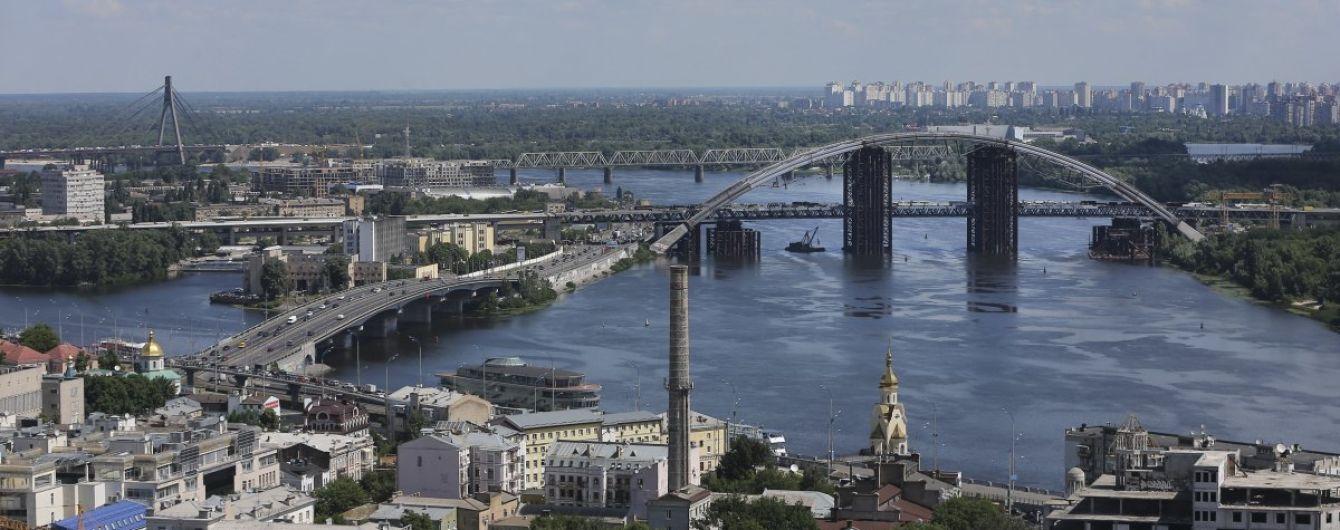 Автодорівці розповіли про стан пішохідного мосту на Труханів, який частково обвалився