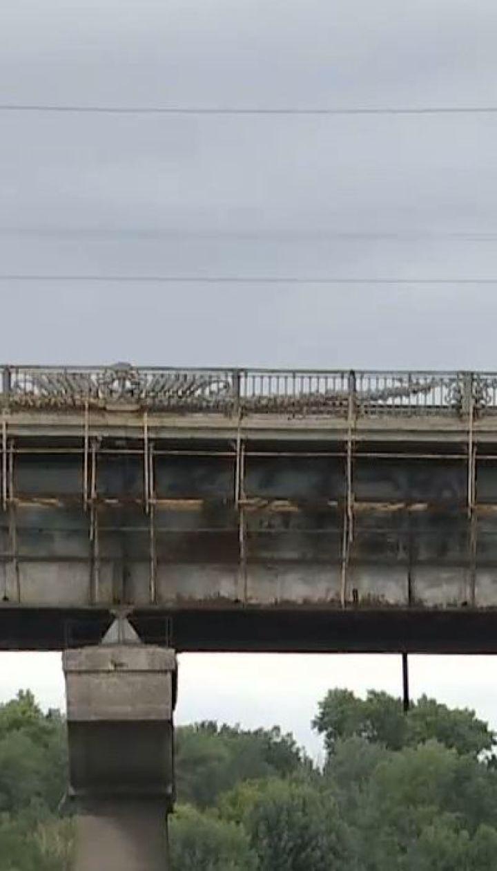 Міст Патона визнано аварійним. Переправа руйнується, але ремонтні роботи не починають