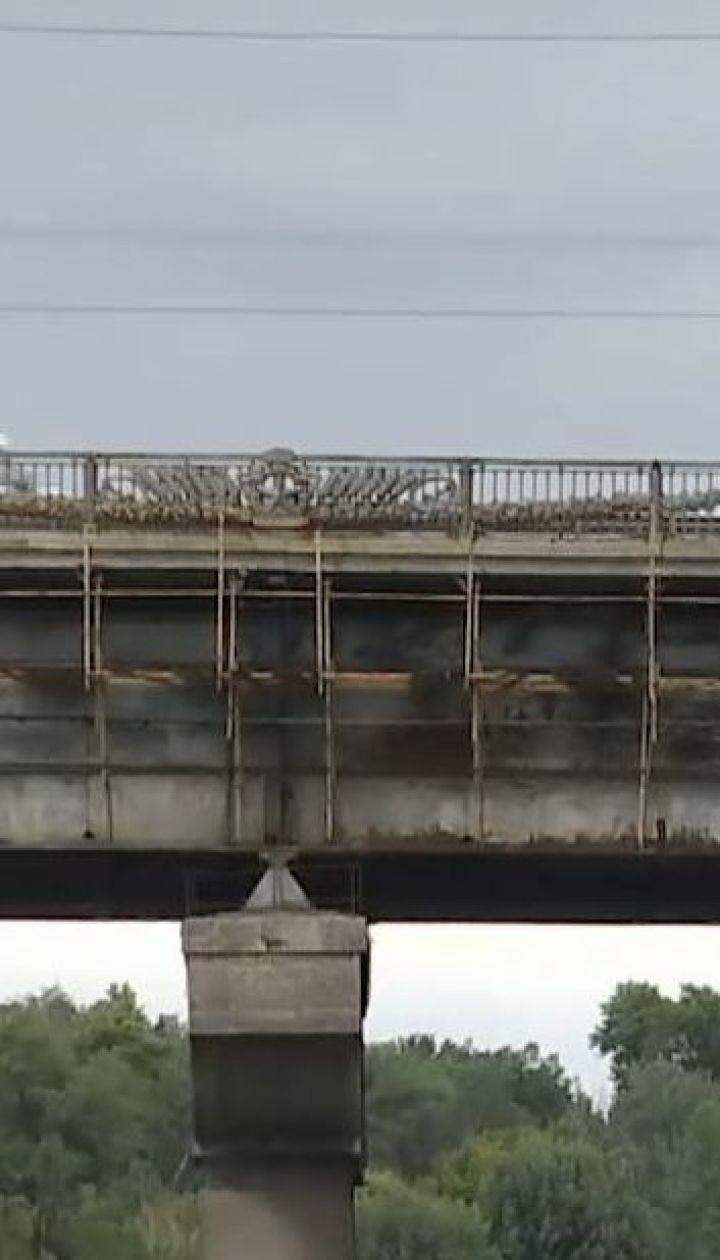Мост Патона признано аварийным. Переправа разрушается, но ремонтные работы не начинают