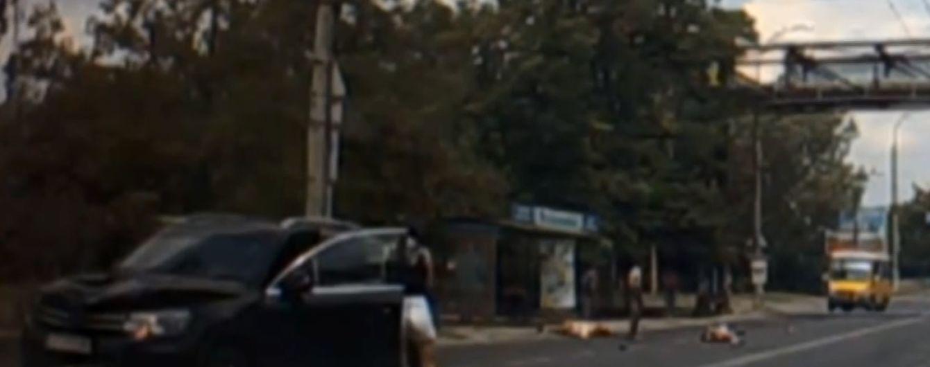 """Бізнеследі на позашляховику збила двох дітей на """"зебрі"""" в Херсоні"""