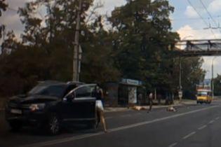 """Бизнес-леди на внедорожнике сбила двух детей на """"зебре"""" в Херсоне"""