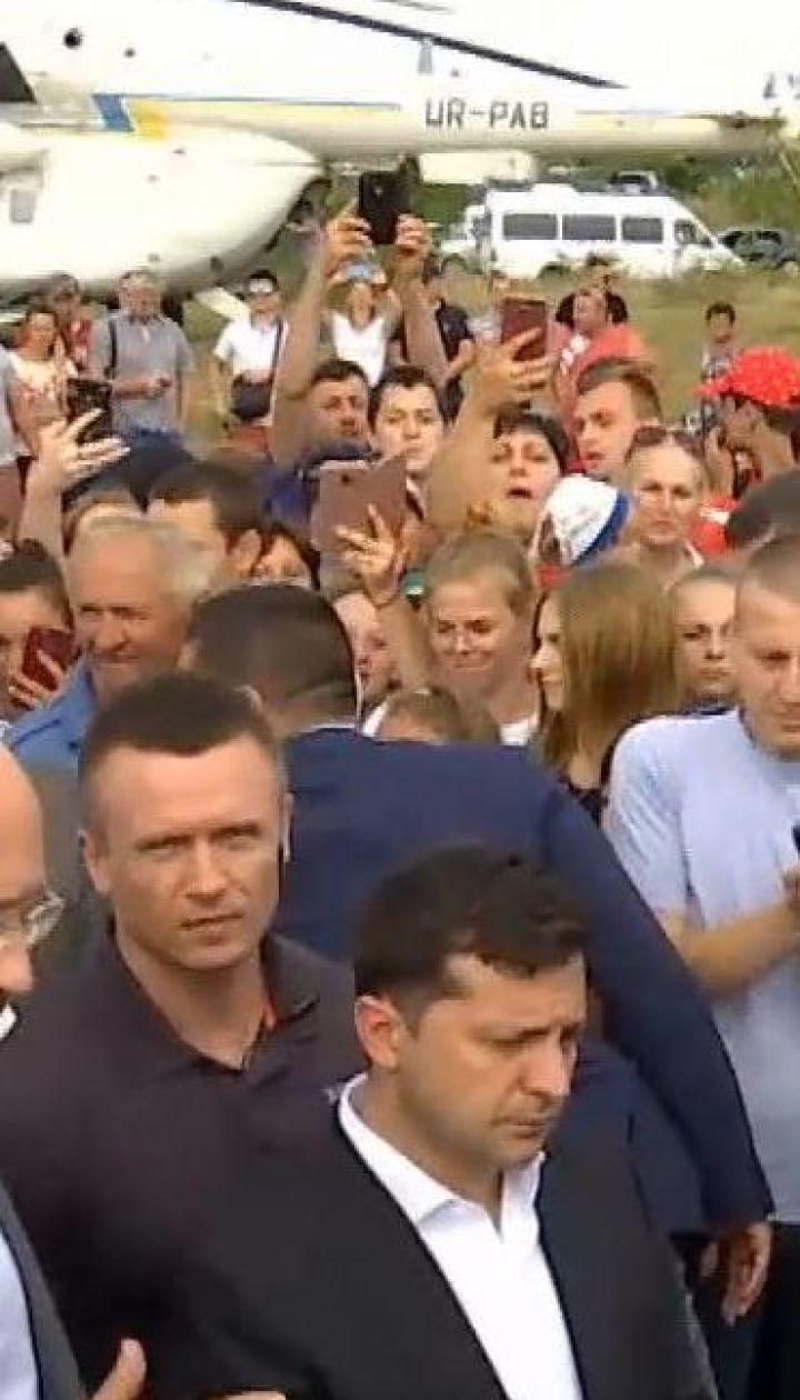Зеленський запропонував бізнесменам Прикарпаття виділити гроші на ремонт аеропорту та доріг