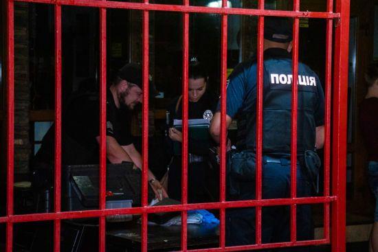 У Києві відвідувач пивнички розстріляв групу людей через гавкання собаки