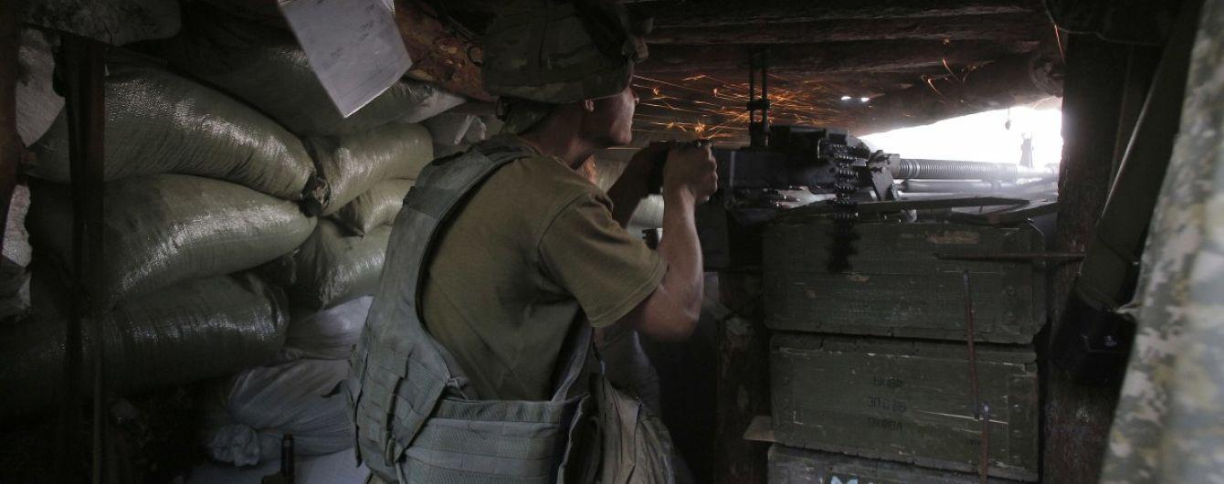 Терористи13 разів стріляли на Донбасі: боєць ООС поранений