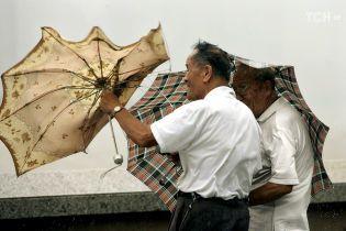 Мощный тайфун ударил по Китаю и Вьетнаму