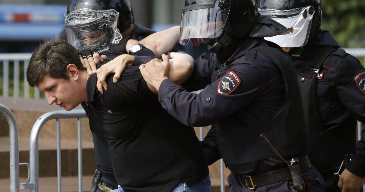 Тисячі учасників, 800 затриманих, оштрафована соратниця Навального: як відбулися масштабні мітинги в Москві