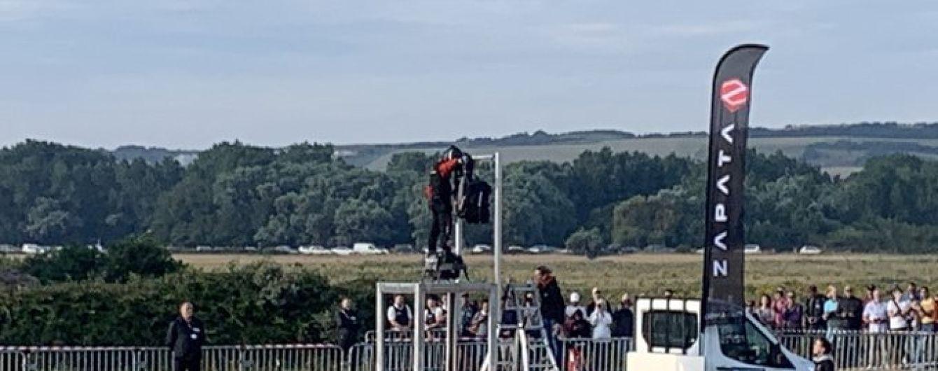 Француз успішно перелетів Ла-Манш на саморобному флайборді