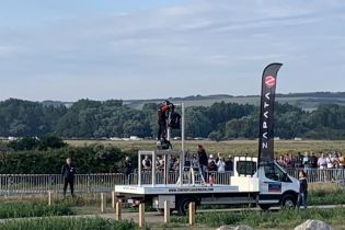 Француз успешно перелетел Ла-Манш на самодельном флайборде