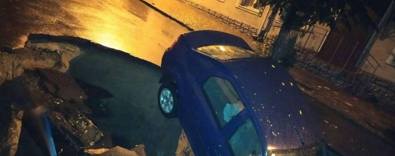 Погодный Апокалипсис. В Одесской области из-за ливня затопило дома, машины уходили под землю