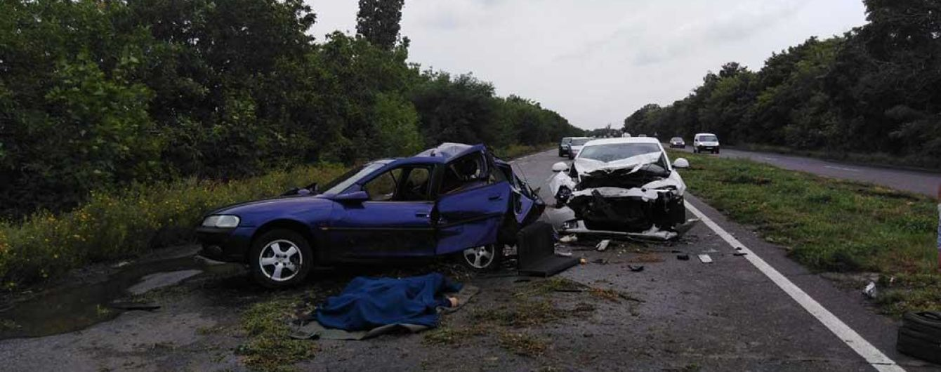 На Николаевщине в результате столкновения легковушек погиб водитель