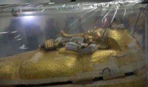 Єгипетські музейники показали, як працюють над першою в історії реставрацією саркофагу Тутанхамона