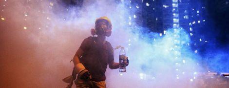 """""""Быть водой"""": митингующие в Гонконге применили новую тактику против полиции"""
