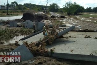 На Одещині селевий потік вбив чоловіка і зніс автомобіль
