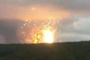 Разрушенные дома и воронки в асфальте. В Сети показали последствия взрывов на военных складах в России