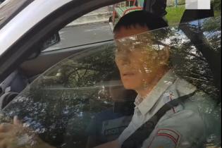 """""""Інспекторе, ви сповна розуму?"""". У Росії пішохід зняв переслідування за поліцейським-порушником"""