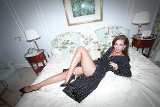 Молода дружина Дмитра Комарова показала довгі ноги у сексівбраннях
