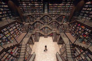 В Китае открыли книжный магазин с бесконечными стеллажами