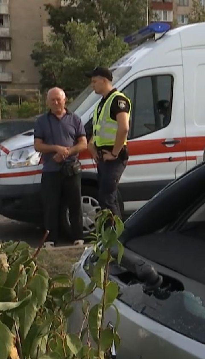 Карета швидкої зіткнулася із таксі на столичній Троєщині