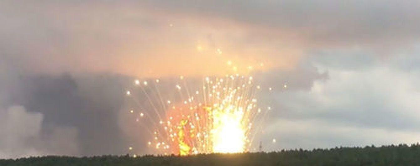 """""""Ситуация в тяжелой критической фазе"""". Из зоны взрывов снарядов в РФ вывезли тысячи людей"""