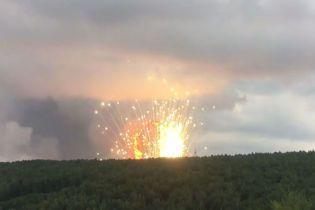 """""""Ситуація у важкій критичній фазі"""". Із зони вибухів снарядів у РФ вивезли тисячі людей"""