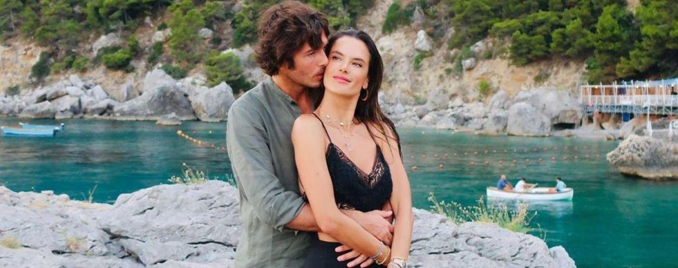 В бікіні і на відпочинку з коханим: Алессандра Амбросіо в Італії